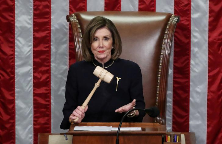 U.S. Speaker of the House Nancy Pelosi (D-CA) wields the gavel as she presides over the House of Representatives approving two counts of impeachmeant against U.S. President Donald Trump in the House Chamber of the U.S. Capitol in Washington, U.S., December 18, 2019. REUTERS/Jonathan Ernst     TPX IMAGES OF THE DAY
