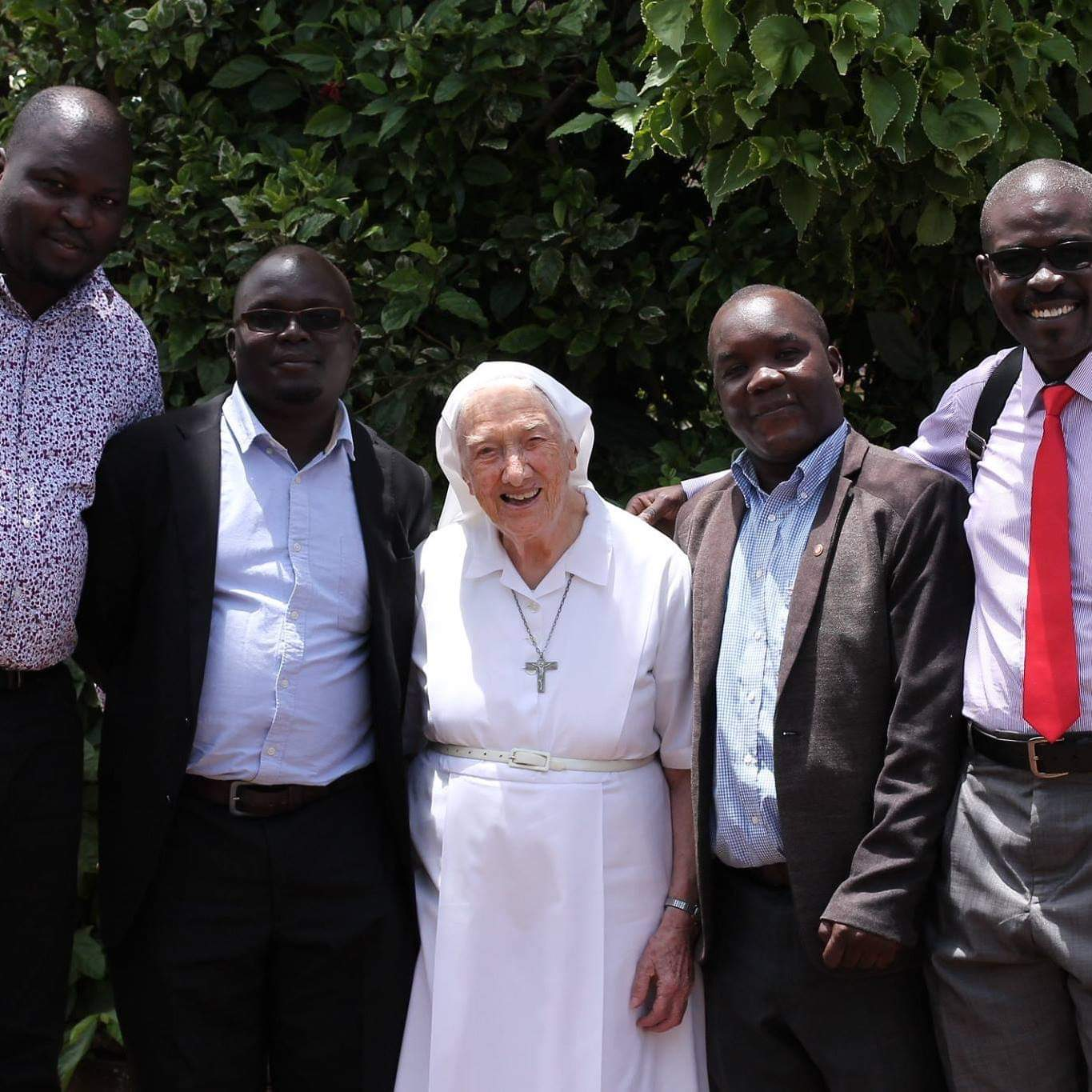 The former Headmistress Sr.Veronica Landoro meets some Old Boys before she returned to Italy in 2017